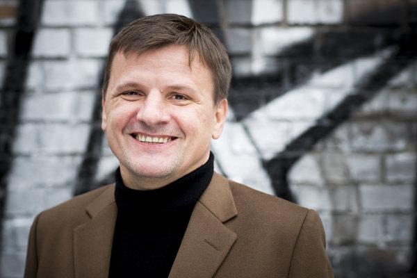 Alojz Hlina je slovenský podnikateľ v gastronómii a bývalý poslanec NR SR. Od júna 2016 je predsedom mimoparlamentého hnutia KDH.  V marci 2018 si ho na straníckom sneme KDH  delegáti znovu zvolili za predsedu.