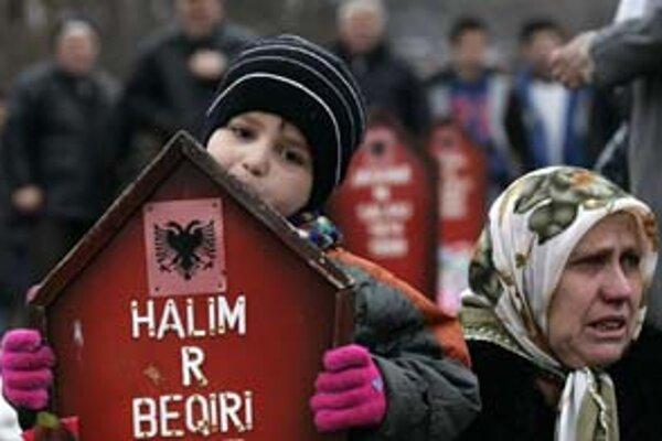Kosovčania si v utorok pripomenuli zavraždenie 45 obyvateľov Račaku.