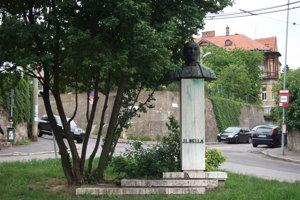 Pomník Jána Levoslava Bellu, autora prvej slovenskej opery na križovatke Šulekovej, Novosvetskej aTimravinej ulice.