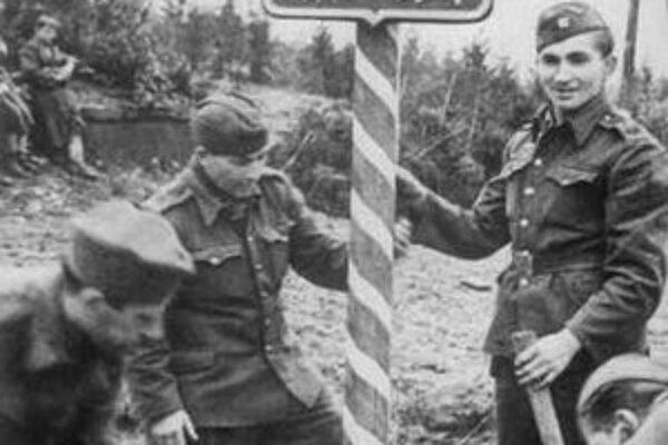 Československí vojaci na Dukle.