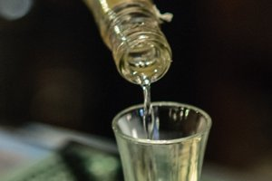 Polícia obvinila 61-ročného muža z prečinu ohrozenia pod vplyvom návykovej látky.