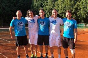 Zľava: hrajúci kapitán tímu Miloš Herman, Matej Baliak, Martin Pištek, Peter Pištek aDaniel Vala.