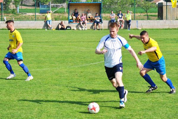 Ivanka vyhrala v Nevidzanoch 3:0. Skóre otváral z penalty kapitán hostí Matej Guzmický.