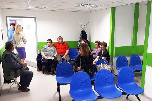 Pacienti kvitujú väčšie asvetlé čakárne, vktorých sa nemusia tlačiť.