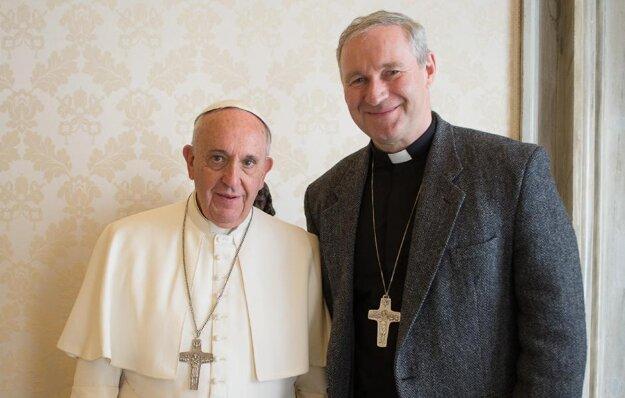 Arcibiskup Róbert Bezák (vpravo). Dočká sa viac ako morálnej satisfakcie?