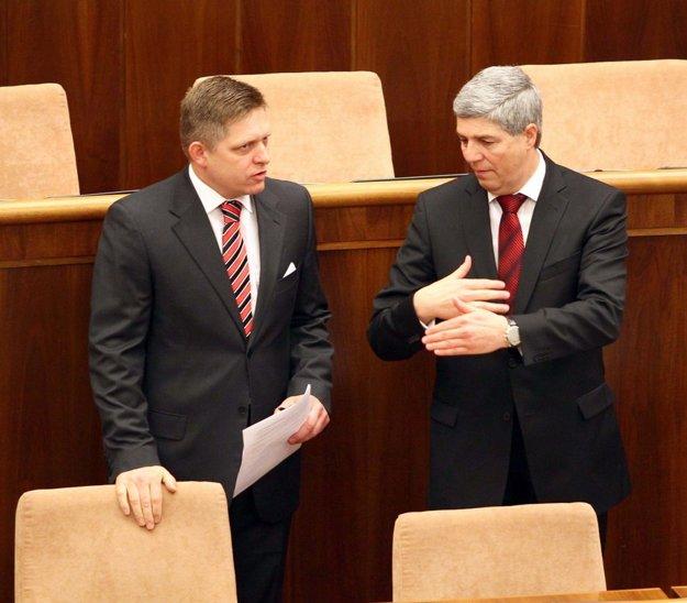 Robert Fico (vľavo) a Béla Bugár (vpravo). FOTO SME - TIBOR SOMOGYI
