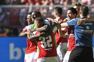 Mainz sa triumfom nad favoritom udržal v Bundeslige.