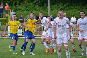 Napriek tomu, že vstretnutí Rožňava – Svidník sa súperi pozorne strážili, diváci videli štyri góly. Po dva na oboch stranách.
