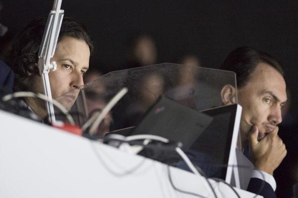 Videoanalytik Igor Andrejkovič a vpravo generálny manažér slovenskej hokejovej reprepzentácie Miroslav Šatan.