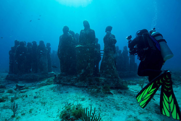 Sochy v Museo Atlantico budú zaujímavá atrakcia pre potápačov a zároveň vhodné prostredie pre podmorský život.