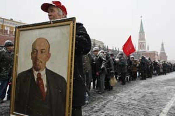 Až 31 percent Rusov si myslí, že VOSR na čele s V. I. Leninom dala podnet na ekonomický a politický progres Ruska.
