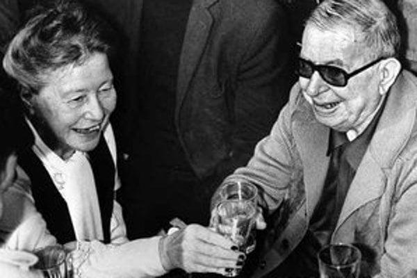 Simone de Beauvoir s francúzskym filozofom JeanomPaulom Sartrom v Paríži v roku 1974.