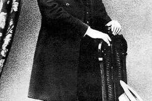 Karl Marx a Fridrich Engels (dole) sa spriatelili v Paríži, kam prišiel Engels ukázať Marxovi svoj spis o postavení robotníckej triedy v Anglicku.