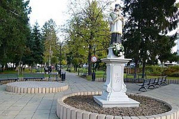 Zreštaurovaním sochy bola zavŕšená rekonštrukcia parku Štefana Rausa.