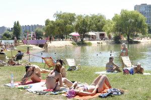 Košické jazero patrí k obľúbeným miestam letného relaxu.