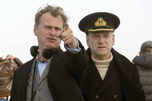 Christopher Nolan a Kenneth Branagh pri nakrúcaní filmu Dunkirk.