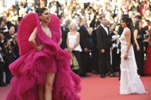 Indická herečka Deepika Padukone prichádza na premiéru čínskeho filmu Ash Is The Purest White.