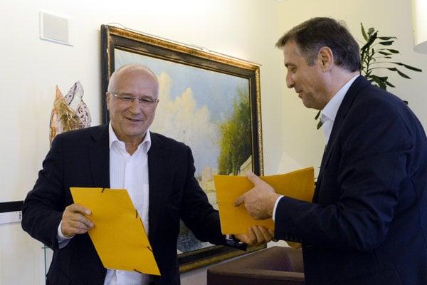 Alexej Beljajev (vľavo).