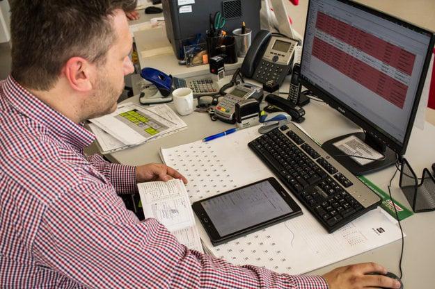 V autoservisoch pracujú s klasickou papierovou servisnou knižkou aj jej elektronickým variantom.