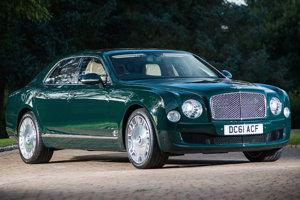 V roku 2012 kráľovná dostala špeciálne upravené Bentley Musslane, ktoré neskôr putovalo do dražby.