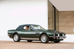 Princ Charles v roku 1986 dostal Aston Martin Volante V8 Vantage, ktorý chcel mať v nenápadnejšom dizajne, preto vyzerá ako bežný Volante.