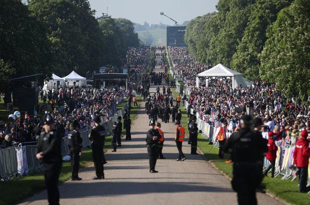Británia očakáva svadbu Harryho a Meghan.