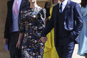 Herec Tom Hardy (vpravo) s Charlotte Rileyovou.