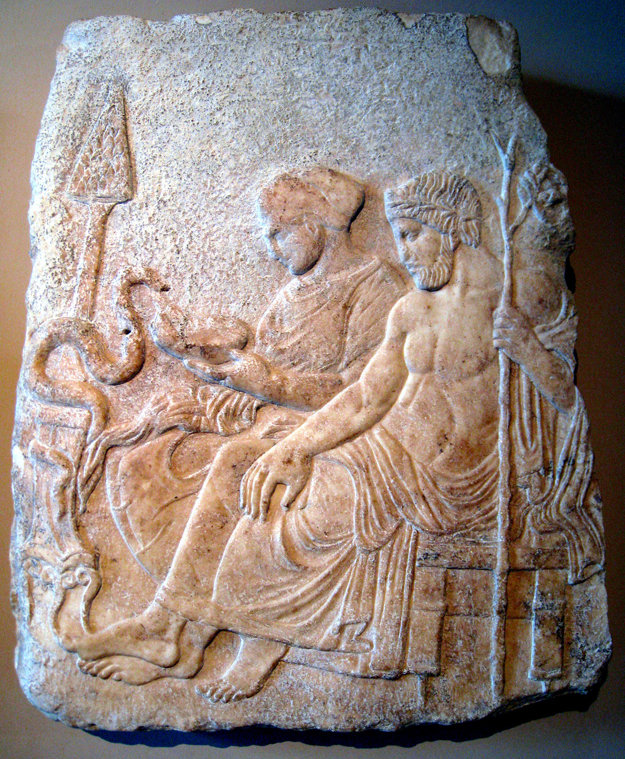 Reliéf Asklépia a jeho dcéry Hygieii.