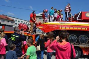 Deti si mohli obzrieť hasičskú techniku.