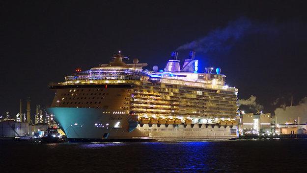 Oasis of the Seas v rotterdamskom prístave.