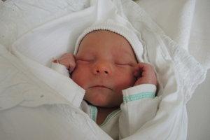 Jozef Pápy (3460 g, 48 cm) sa narodil 17. mája Simone a Andrejovi z Nemšovej.