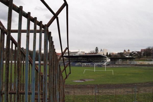 Futbalový štadión v Žiari začnú čoskoro rekonštruovať.