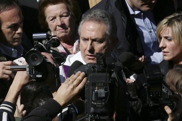 Benvenuti bol umiestnený do domáceho väzenia.