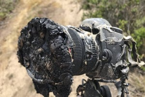 Roztopený fotoaparát Billa Ingallsa, ktorý zničil požiar pri štarte rakety Falcon 9.