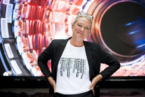 Tina Saaby v roku 1997 ukončila štúdium na Fakulte architektúry Dánskej kráľovskej akadémie, niekoľko rokov bola majiteľkou ateliéru Witraz, bola aj viceprezidentkou Asociácie dánskych architektov. Od septembra 2010 je hlavnou architektkou mesta Kodaň.