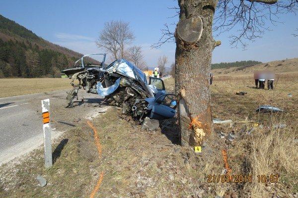Po nehode ostala z auta len kopa šrotu.