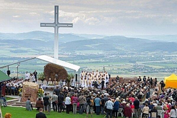 Na slávnosť prišlo veľa veriacich.