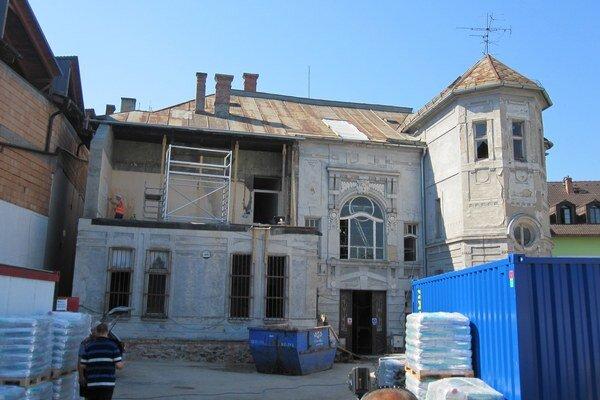 Rekonštrukcia paláca.