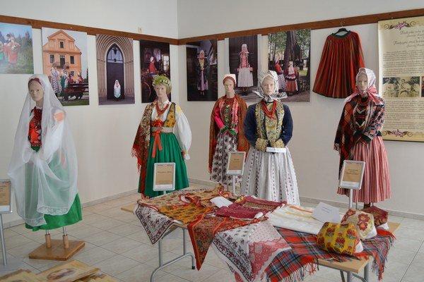 Výstava tradičného oblečenia