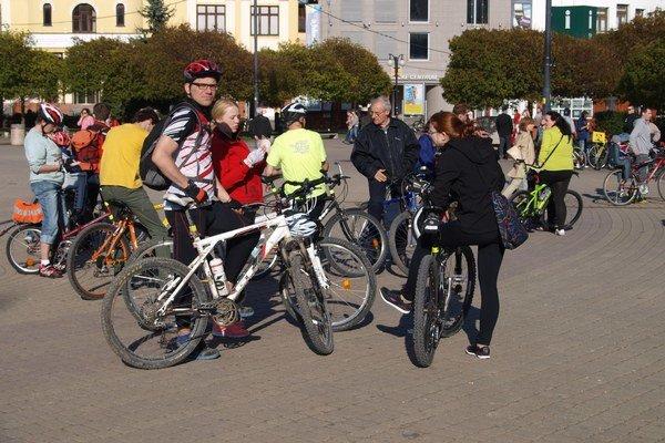 Účastníci cyklojazdy.