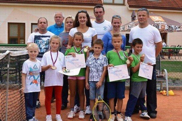 Družstvo detí do 8 rokov Benet LTC skončilo tretie na strednom Slovensku.