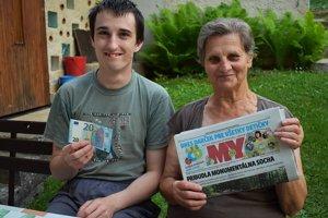 Starú mamu sme zastihli s vnukom, pracovali v záhrade.
