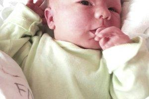 Dávid Gurín (3370 g, 50 cm) sa narodil Martine a Andrejovi z Trenčína. Je to ich prvé dieťa.