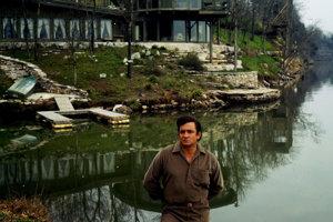 Žil v Nashville, v dome, ktorý bol blízko domu jeho priateľa Roya Orbisona.