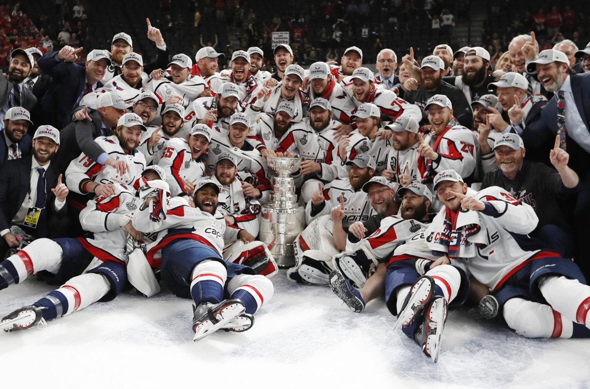 1fa982269 Washington oslavuje triumf v piatom finálovom zápase NHL a zisk Stanleyho  pohára.
