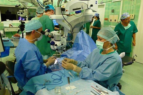Prvý 3D živý prenos očnej operácie na Slovensku z operačnej sály Očnej kliniky Jesseniovej lekárskej fakulty UK a UNM v Martine do Auly Magna JLF UK v Martine.
