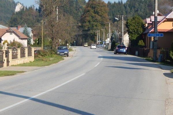 Cesta 1/64 v Poluvsí.