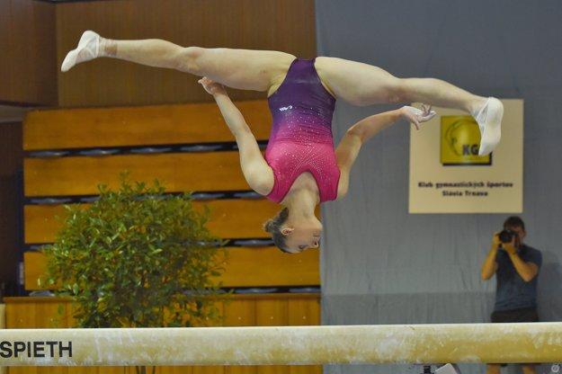 Barbora Mokošová (TJ Slávia UK Bratislava) vo finále na náradiach.