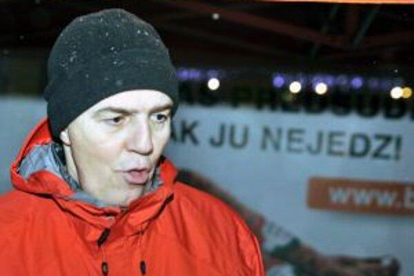 Béla Bugár zaplnil Dom odborov v Žiline a potom si stan rozložil v lyžiarskom stredisku vo Valčianskej doline.