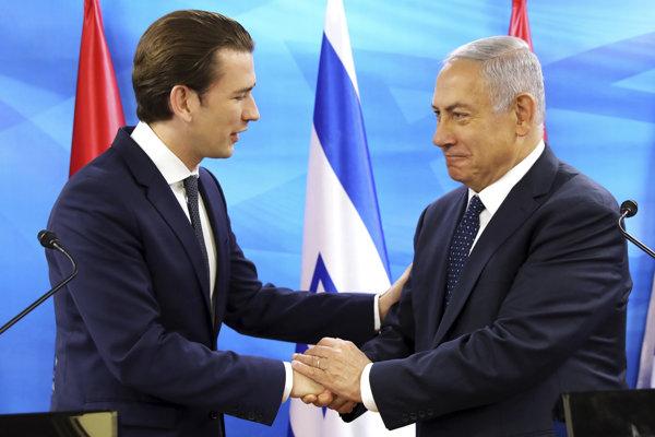 Rakúsky kancelár Sebastian Kurz (vľavo) na návšteve izraela s premiérom Benjaminom Netanjahuom.